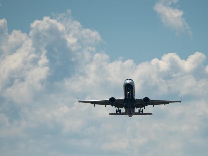 aeroplane-flying