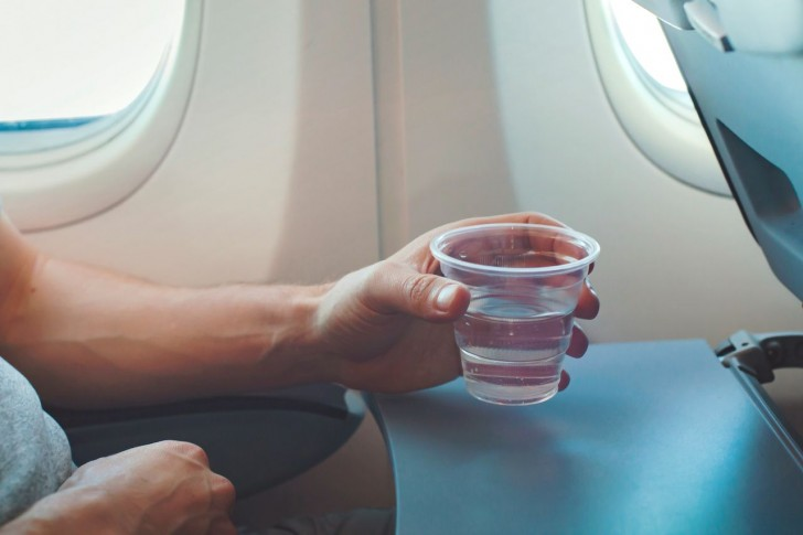 Cup-of-water-on-an-airplane